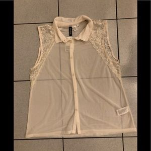 H&M sleeveless blouse w/ lace accents - size 12